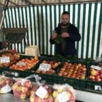 Amr Farzat Markt in Mehlem 01